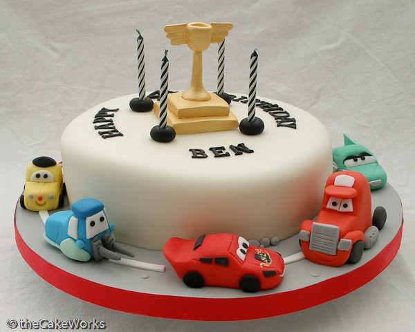 bolo aniversario cars