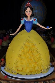 bolo boneca da branca de neve