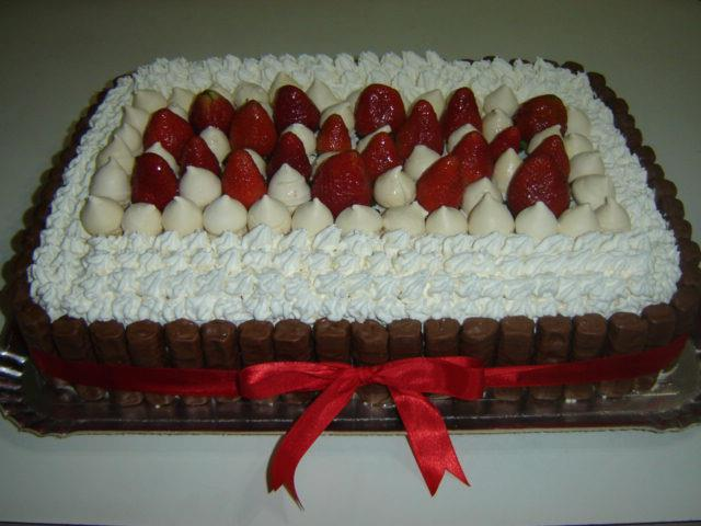 bolo de chantilly com fruta