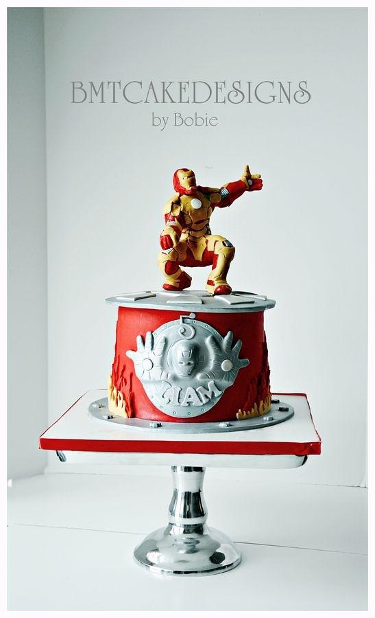 bolo decorado homem de ferro menino