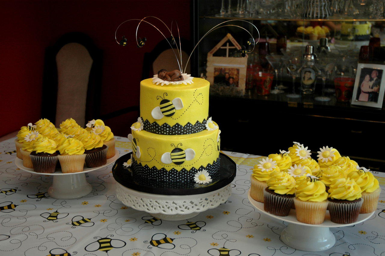 bolo e cupcakes abelhas