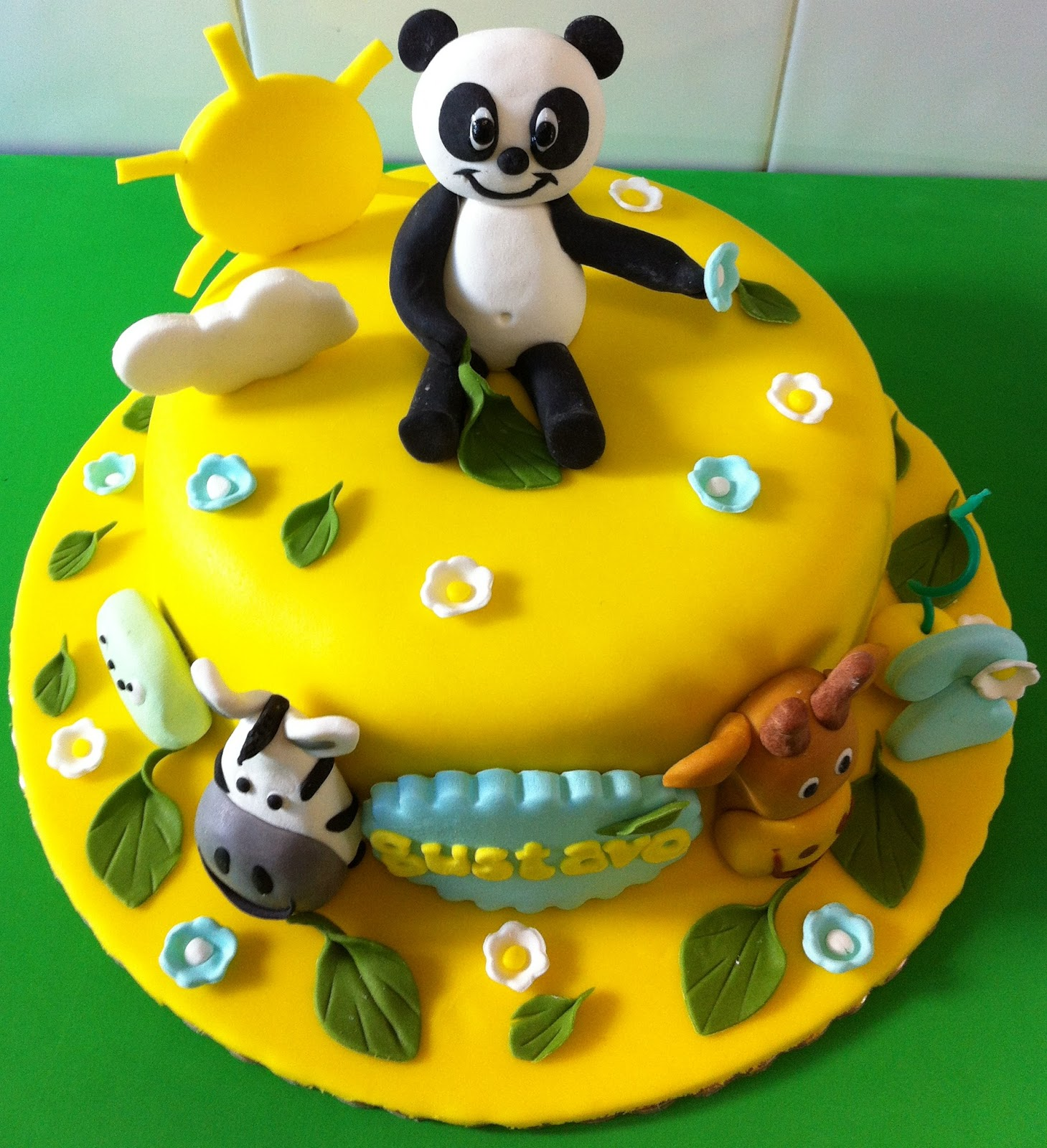 bolo panda e caricas