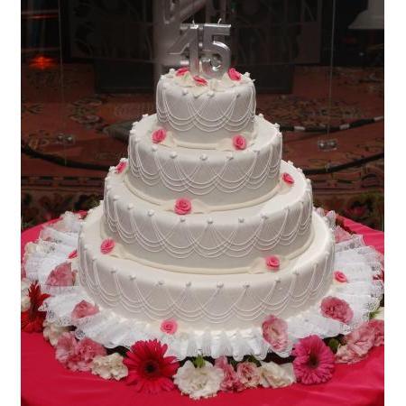 bolo para aniversario de 15 anos branco