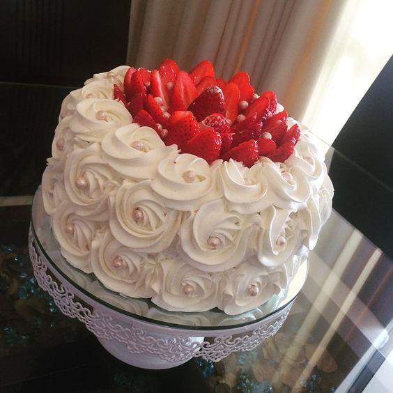 bolos decorados morangos 7