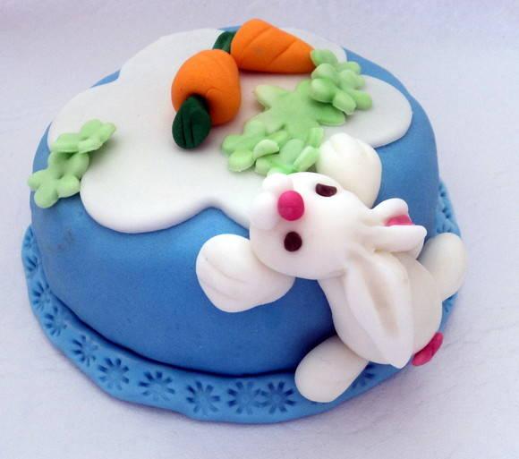 mini bolo de pascoa