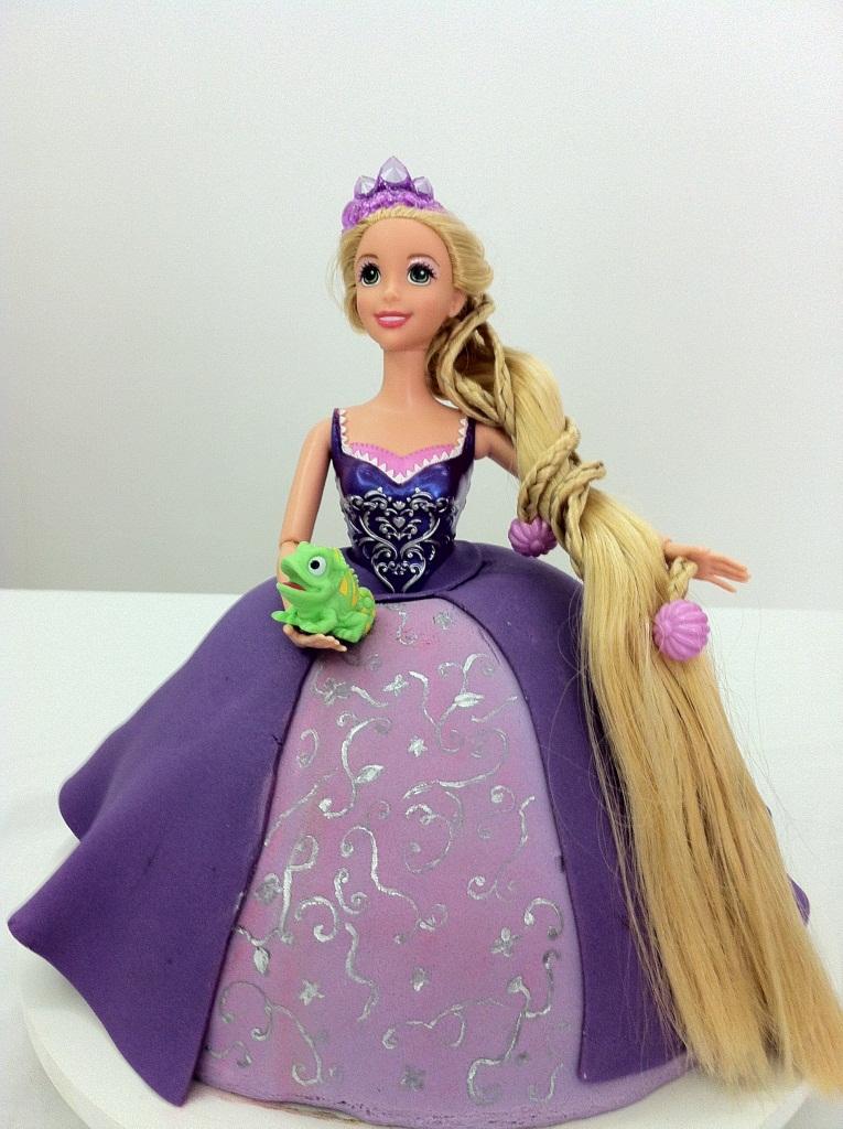 passo a passo bolo boneca