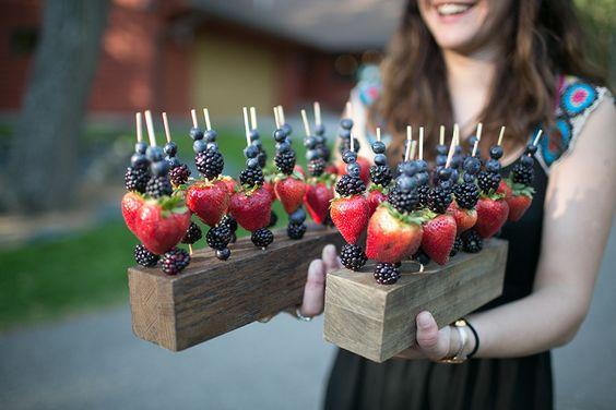 servir fruta casamento